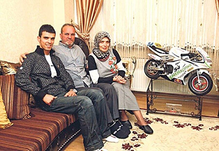 17 Ağustos'ta göçük altında kaldılar                                                                                                                Aile; 17 Ağustos 1999 depreminde göçük altında kaldı. Depremin ardından göçük altından, Sofuoğlu Ailesi sağ olarak kurtarıldı. Ancak aynı apartmanda yaşayan 15 kişi yaşamını yitirdi.