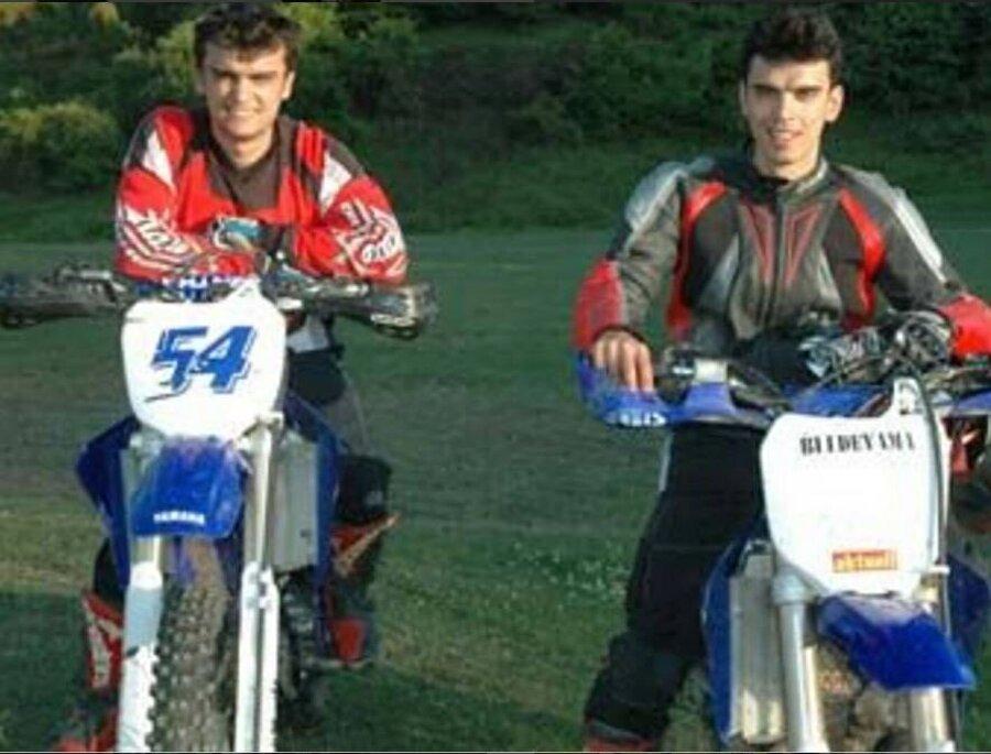 Ağabeyi şampiyonluklar yaşadı                                                                                                                Bahattin Sofuoğlu; 1999, 2000 ve 2001 yıllarında Türkiye Motosiklet Pist Şampiyonası, Superstok 600cc A sınıfı şampiyonu oldu.