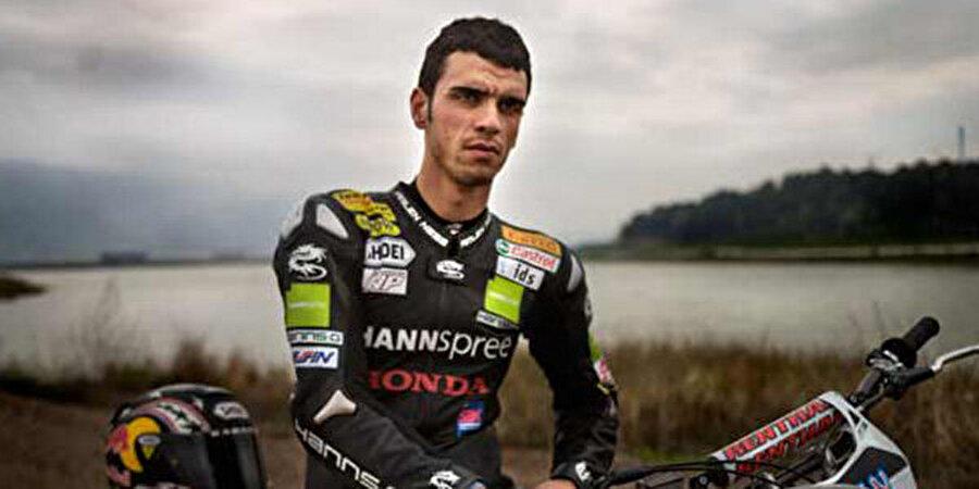 Ailesi tedirgin olmaya başladı                                                                                                                İki oğullarını altı yıl arayla kaybeden Sofuoğlu Ailesi, Kenan Sofuoğlu'nun motosikleti bırakmasını istedi. Ancak milli sporcu, ailesinin tüm kaygılarına rağmen motosiklet tutkusundan vazgeçmedi.