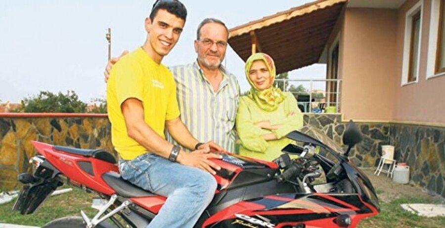 Babasını kaybetti                                                                                                                2011'de bir kez daha Sofuoğlu ölüm acısı yaşadı. Sofuoğlu, kanser tedavisi gören babasını kaybetti.