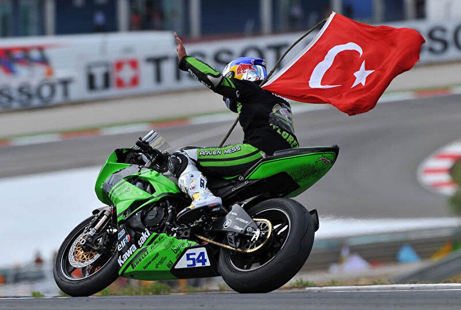 Bir kez daha Dünya Şampiyonu                                                                                                                2012 sezonunda Supersport Dünya Şampiyonluğu'nda sezonun bitimine 1 yarış kala Kenan Sofuoğlu şampiyonluğunu ilan etti.