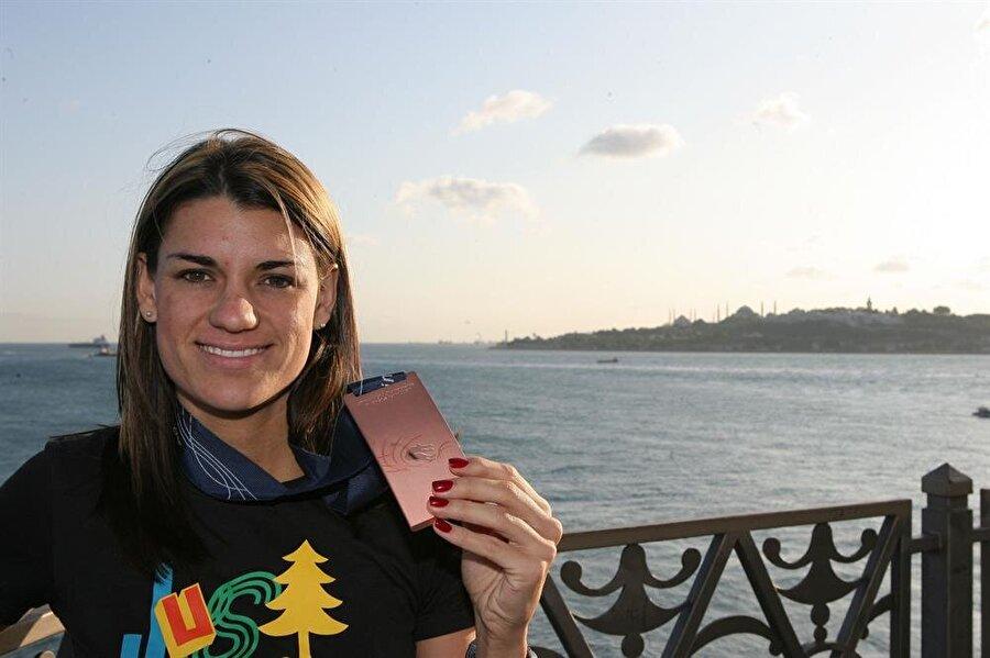 Karin Melis Mey  Güney Afrikalı Karin Melis Mey, 2008 yılında Fenerbahçe'ye transfer oldu. Uzun atlama branşında yarışan sporcu, Türk vatandaşlığına geçti. Mey, Rio Oyunları'nda kadınlar uzun atlama sıralama turunda 14. oldu.