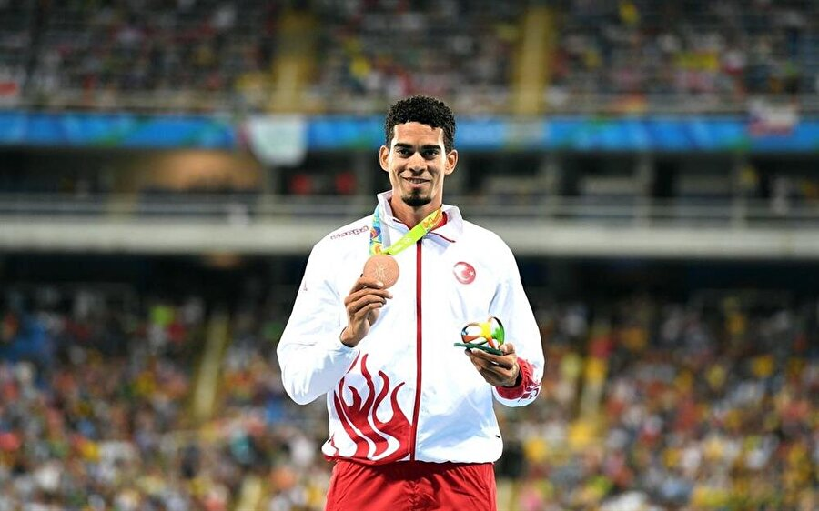 Yasmani Copello Escobar  Küba asıllı Türk atlet Yasmani Copello Escobar, Rio'da Türkiye adına madalya kazandı. 400 metre engelli finalinde üçüncü olan Escobar, bronz madalyanın sahibi oldu.