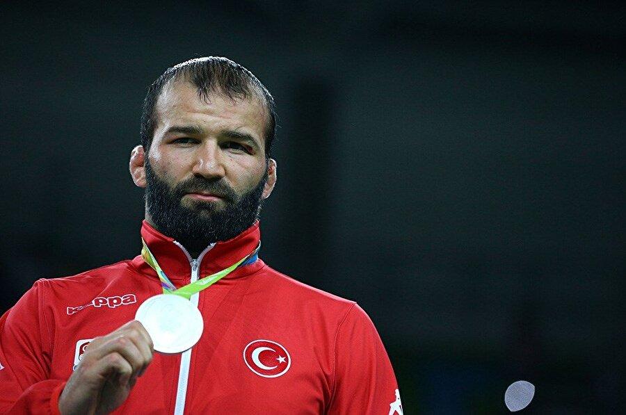 Selim Yaşar  Dağıstan asıllı Türk sporcu Selim Yaşar, Rio 2016 Olimpiyat Oyunları'nda göğsümüzü kabarttı. Milli güreşçi, erkekler serbest stil 86 kg'de gümüş madalyanın sahibi oldu.
