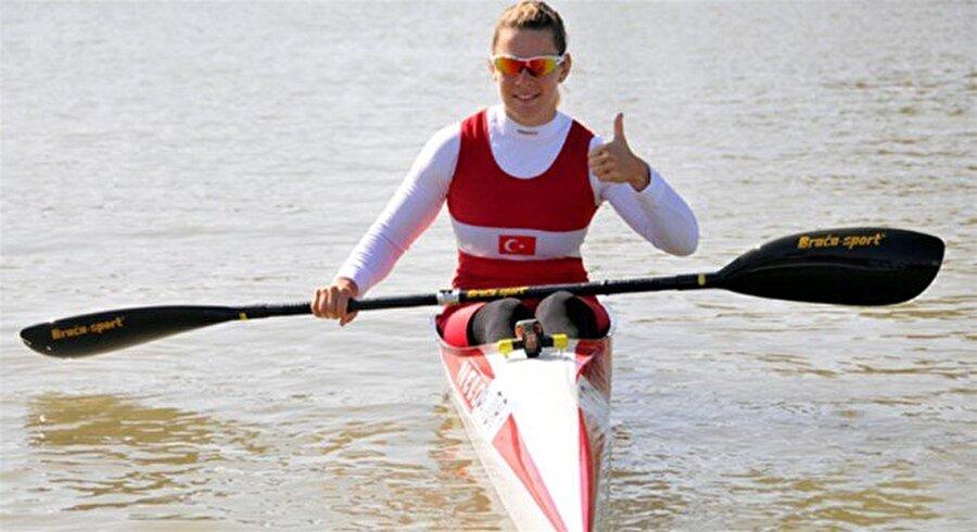 Lasma Liepa Letonya doğumlu Lasma Liepa, Türkiye'yi ilk kez bir olimpiyat oyununda kano branşında temsil etme unvanının sahibi oldu. Milli sporcu, kadınlar tekli kayak 500 m finalinde 2:08.45'lik derecesiyle 7. oldu.