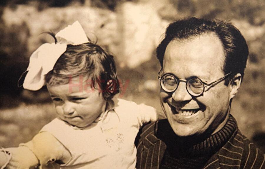 """Genç yaşında gözlerini kaybeden Meriç, kızı Ümit Meriç' in ifadesi ile """"âmâlığına 'ama' diyen, âmâlığına 'aman' vermeyen bir insan"""" dı."""