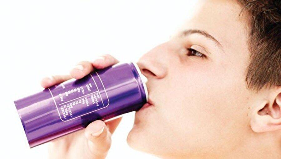Ölümle sonuçlanabilir                                      Enerji içeceklerinin aşırı tüketimi aynı zamanda hipertansiyon, bilinç kaybı, çarpıntı, bayılma ve ani ölüme dahi neden olabilir.