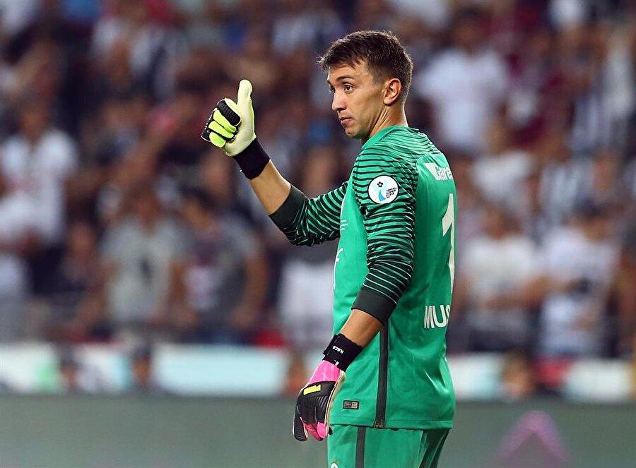 Vazgeçilmez eldiven 2011 yılında Lazio'dan 6.5 milyon Euro'ya transfer olan Fernando Muslera, kısa sürede Galatasaray'ın değişilmez isimleri arasında yer aldı.