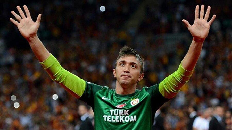 Penaltıdan golü var Galatasaray'da 211 maçta forma giyen Muslera bir kez de fileleri havalandırdı. Uruguaylı file bekçisi, 8 Nisan 2012'de oynanan Manisaspor-Galatasaray maçında kullandığı penaltı atışını gole çevirdi.