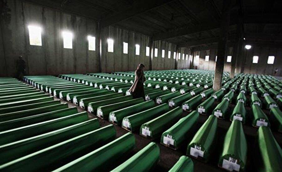 """Arnavutça da söylemek istiyor                                      Bosna Hersek'te, 1995 yılında yaşanan Srebrenitsa soykırımı için yazılan """"Asla Unutma (Never Forget) isimli eserini seslendirdiğini ifade eden Yusuf, Arnavut kültürünü zengin bulduğunu ve gelecek dönemde Arnavutça şarkı söylemek istediğini de aktardı.  Kaynak: A.A"""