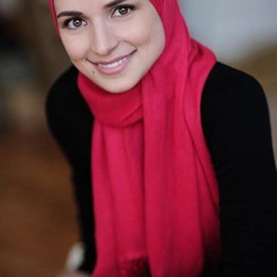 2005'te dünya evine girer                                      2003 yılında ilk albümü Al Muallim albümünü çıkarır ve 2005'te Mariam Yusuf ile evlenir.