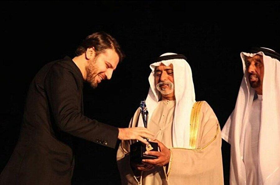 Aldığı ödüller                                      İslam'ın En Büyük Rock Yıldızı-Time Dergisi(2006) Orta Doğu'nun En Büyük Yıldızı-Guardian(2006) İslam'ın Pop Yıldızı-Al-Jazeera(2007) 2009 IOL Yıldızı(2009) 2009 yılının en etkili 500 Müslümanı(2009)