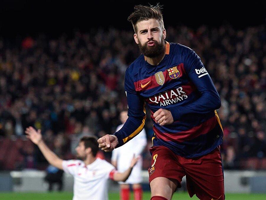 Gerard Pique                                                                           1997'de Barcelona alt yapısında futbola başlayan Gerard Pique, 2004'te Manchester United'a transfer oldu. İngiliz ekibinde başarılı olamayan futbolcu, bir dönem Zaragoza'da kiralık olarak forma giydi. Pique, 2008'te Barcelona'ya döndü. İspanyol futbolcu, Barcelona ile şimdiye kadar 26 kupa kazandı.