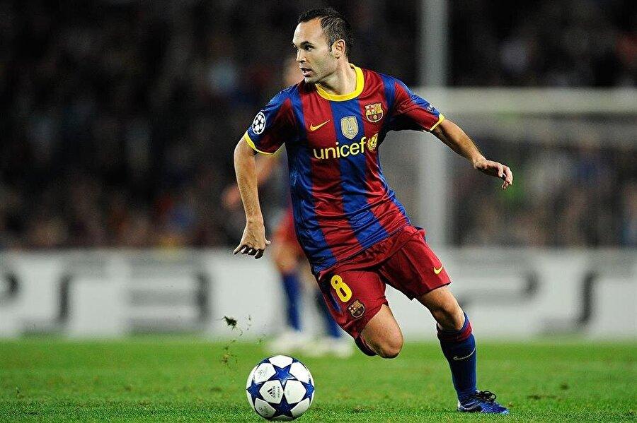 Andres Iniesta                                      Barcelona alt yapısı La Masia kökenli isimlerden olan Andres Iniesta, Katalan ekibi ile şimdiye kadar 670 maçta çıktı. Başarılı futbolcu söz konusu bu maçlarda toplam 57 gol attı. 2002'den bu yana A takım forması giyen Iniesta, Barcelona ile birlikte 26 kez kupa coşkusu yaşadı.