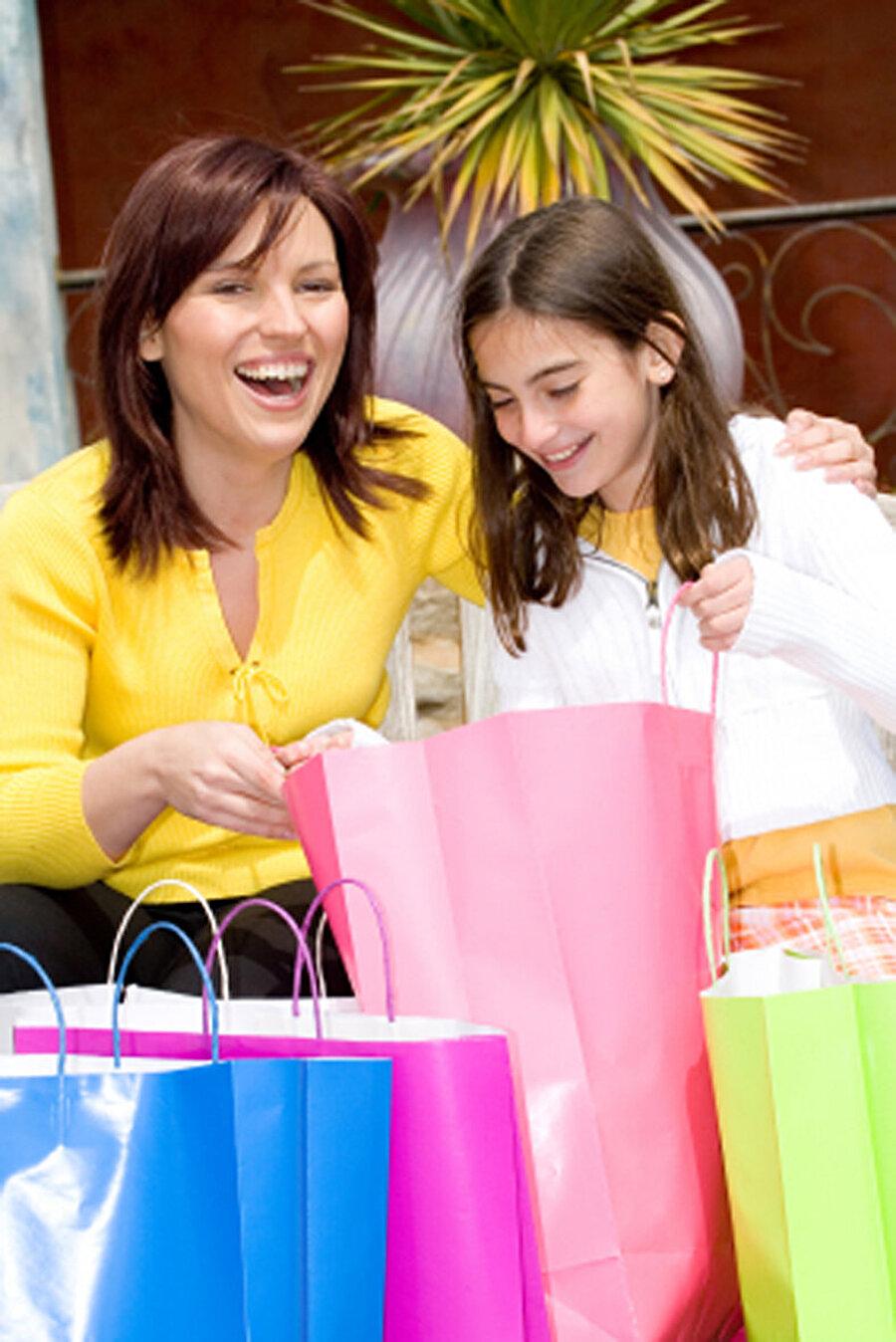 Alışveriş canavarları Kız çocuğu anneleri şanslıdır. Çünkü onlarla alışveriş yapmaktan sıkılmayacak birer arkadaşları vardır artık.