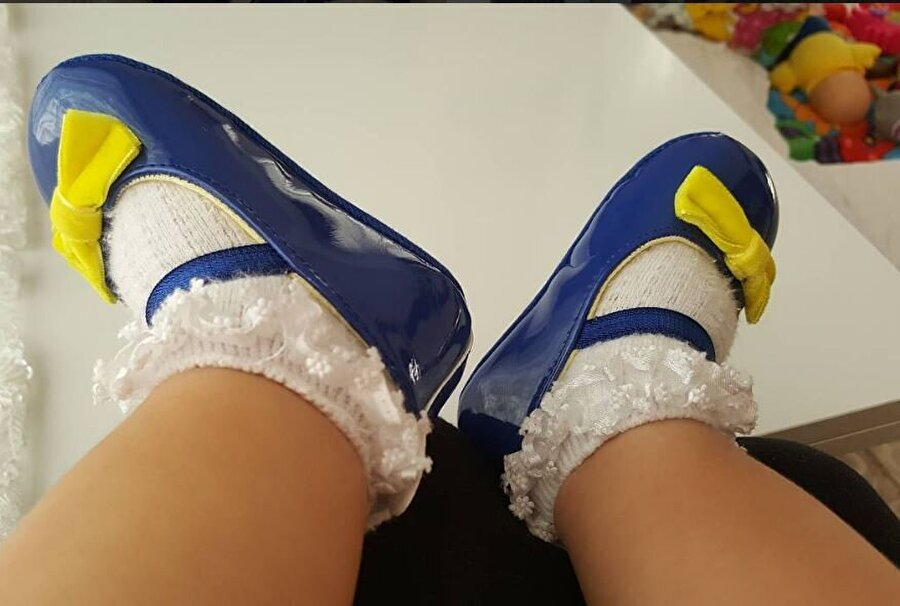Aksesuarsız olur mu hiç!                                                                           Erkek bebekler forma giyerken, kızlar takımlarının renklerinin bulunduğu ayakkabılar ve taçlarla süslenir.