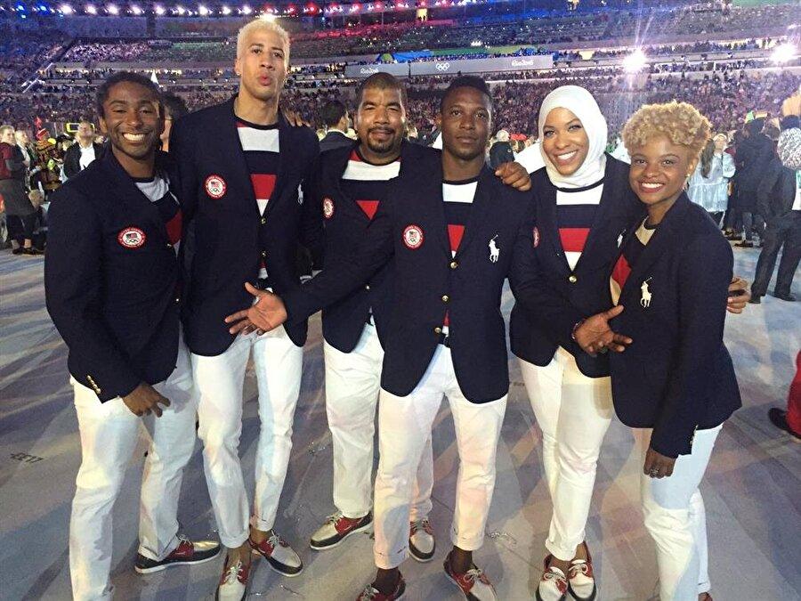 Olimpiyat tarihine geçti                                      Çocukluğundan itibaren sporla iç içe büyüyen Ibtihaj Muhammed, 2016 Rio Olimpiyat Oyunları'na katılarak başörtülü ilk Müslüman eskrimci olarak tarihe geçti.