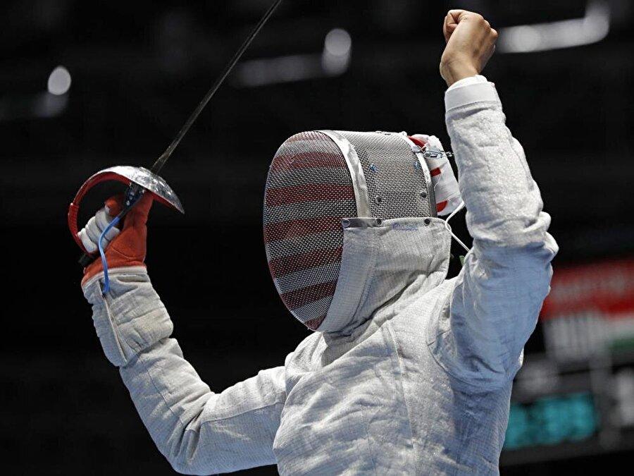 Madalya kazandı                                      Ibtihaj Muhammed, ABD Kadın eskrim takımıyla Rio'da bronz madalya kazandı.<o:p></o:p>