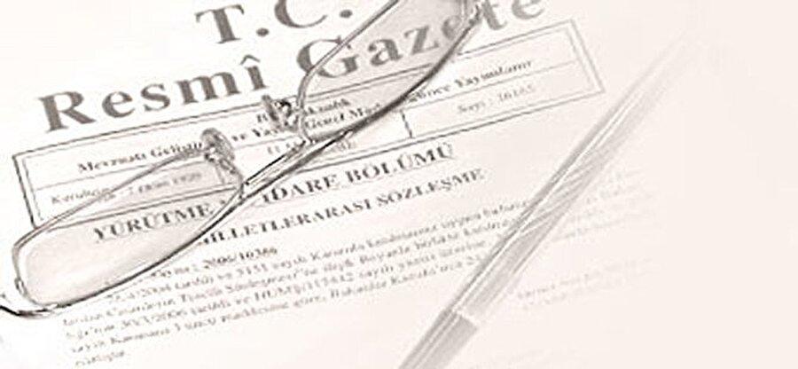 Karar yayımlandı                                      Resmi Gazete'de yayımlanan kararda şu ifadeler yer aldı: Gün ışığından daha fazla yararlanmak amacıyla 26 Mart 2016 tarihinden itibaren bütün yurtta saatlerin bir saat ileri alınması şeklinde başlayan yaz saati uygulamasının her yıl, yıl boyu sürdürülmesi kararlaştırıldı.
