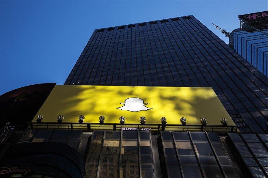 Engadget'ta yer alan habere göre; Snapchat'in hisse senetlerinin halka arzını en geç 2016 sonu ya da 2017 başı itibariyle gerçekleştirmesi bekleniyor.  Snapchat tarafından kesin rakamlar ifade edilmese de şirketin geçtiğimiz yıl itibariyla 16 milyar dolarlık piyasaya değerine sahip olduğu belirtiliyordu.  Snapchat'in söz konusu tercihinin sebebinin, kendisine nakit para yoluyla mali kaynak yaratmak olduğu vurgulanıyor.  Snapchat CEO'su Evan Spiegel daha önceki süreçte yaptığı açıklamalarda, şirketin hisse senetlerinin halka arzının gerçekleştirilebileceğine dair sinyaller vermişti.  Piyasadaki birçok yatırımcının Snapchat ile ilgilendiği biliniyordu.