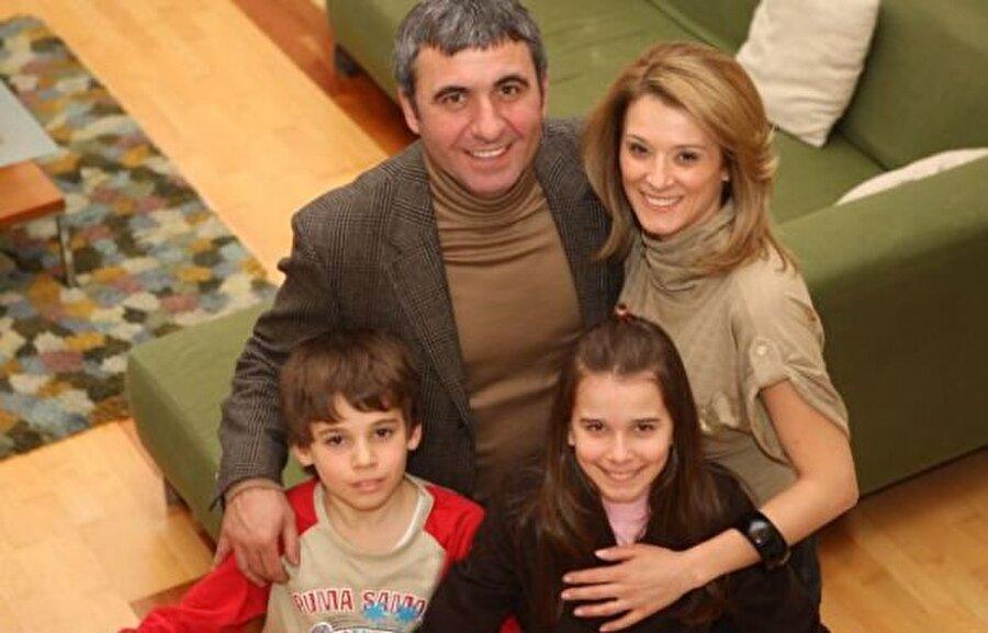 Gheorghe Hagi Yolu Türkiye'den geçen ünlü futbolcular arasında yerini alan Gheorghe Hagi'nin da iki çocuğu var. Chira Hagi isimli bir kızı, Ianis Hagi isimli bir oğlu olan ünlü futbol adamı çocuklarıyla vakit geçirmeyi çok seviyor.