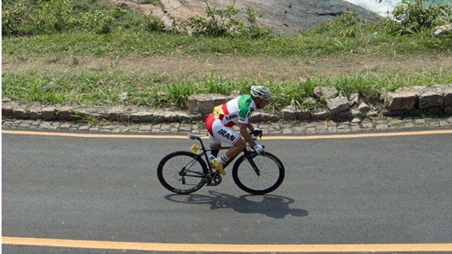 Yaşama tutunamadı Yol bisikleti yarışı sırasında ağır şekilde yaralanan Bahman Golbarnezhad hastaneye kaldırıldı. Tüm müdahalelere rağmen 48 yaşındaki sporcu hayata tutunamadı.