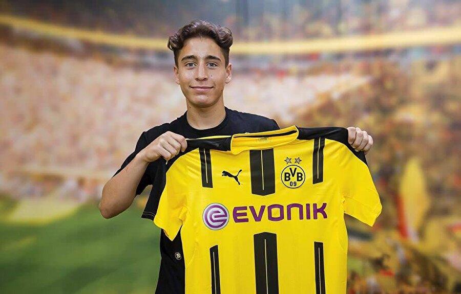 İyi başladı Milli futbolcu Emre Mor'un formasını giydiği Borussia Dortmund hem Bundesliga'ya hem de Şampiyonlar Ligi'ne iyi başlangıç yaptı.