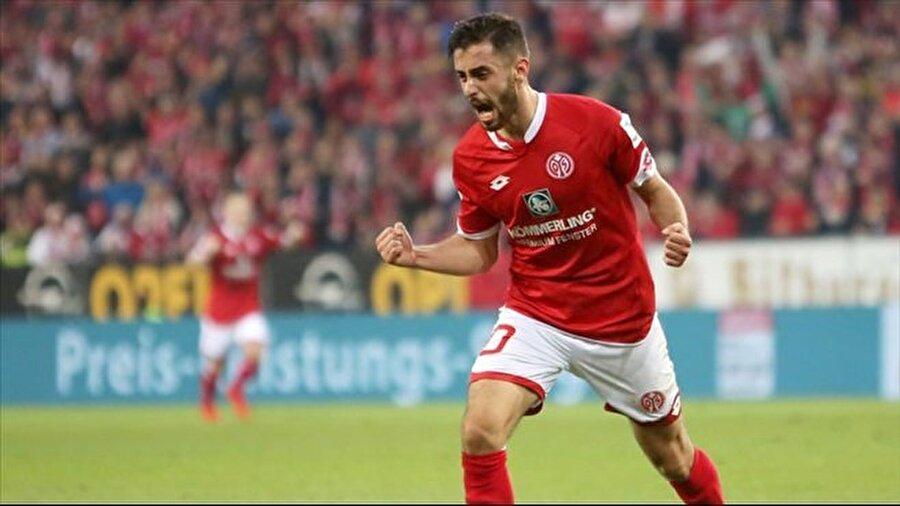 Yunus'un golü galibiyete yetmedi Yunus Mallı'nın formasını giydiği Bundesliga ekiplerinden Mainz 05 evinde Bayer Leverkusen'a 3-2 mağlup oldu. Yunus'un 1 gol 1 asistlik performansı mağlubiyeti engelleyemedi.