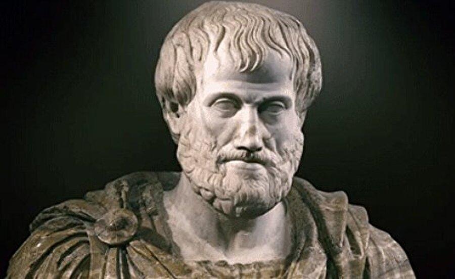Aristoteles MÖ. 384-322 Platon ile birlikte Batı düşüncesinin en önemli 2 filozofundan biri sayılır. Aristoteles'in en büyük başarısı bilimsel çalışmayı yöntemleştirmesidir. Aristoteles, ele aldığı her sorunu sistematik olarak inceler. Yani önce konuyla ilgili söylenenleri toplar sonra bu olgulara dayanarak kendi anlayışını oluşturur. Kurduğu kavramların sağlam, açık ve tutarlı olmaları yüzünden Aristoteles, iki bin yıl boyunca felsefenin büyük ustası sayılmıştır. Kendisi aynı zamanda bilim dilinin de yaratıcısıdır; bugünkü bilimsel kavramlarımızın ve terimlerimizin birçoğu onun formüllerinden çıkmıştır.