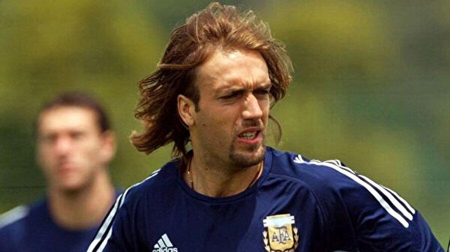 Gabriel Batistuta                                                                                                                İspanyol bir gazeteciye verdiği röportajda şöyle der: Futbolu sevmiyorum, o benim sadece işim, o kadar.