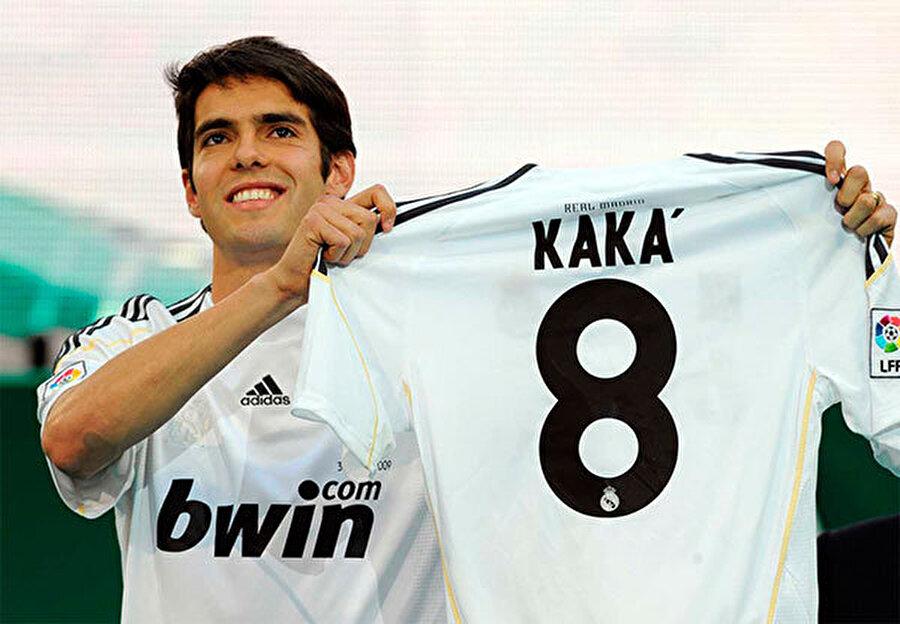 Kaká, Milan'dan Real Madrid'e, 2009 Florentino Perez 2009 yılında Real Madrid'e başkan seçildiğinde transfere 257 milyon euro harcayarak piyasayı allak bullak etti. Bunun 65 milyonu Milan'ın yıldızı Kaka için ödenmişti. Ancak Kaka Milandaki performansının yarısını bile gösteremedi.