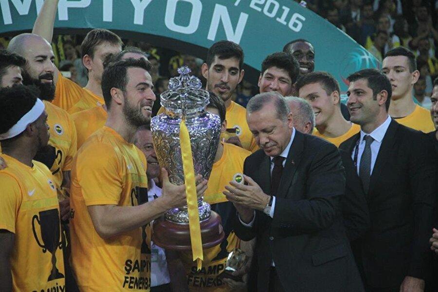 Cumhurbaşkanlığı Kupası Fenerbahçe'nin Basketbolda Erkekler Cumhurbaşkanlığı Kupası'nı Anadolu Efes'i mağlup eden Fenerbahçe kazandı.