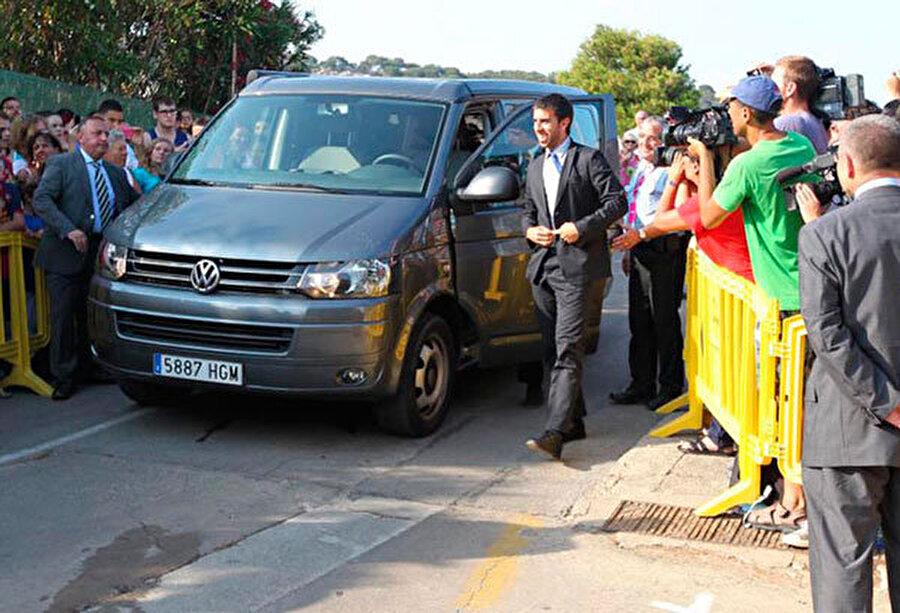Barcelona'nın eski futbolcusu Oleguer ve efsanevi minibüsü