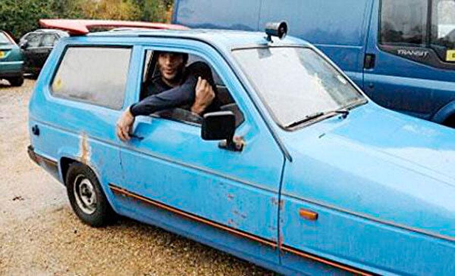 Ünlü İngiliz kaleci David James ve tekerlekli kutusu