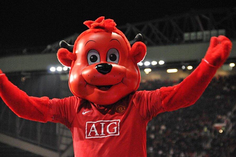 Manchester United-Kırmızı Fred Manchester United'ın sembolü bir şeytandır. Bu sembolden yola çıkarak Kırmızı Fred maskotu oluşturulmuş. Kırmızı Fred 2011 yılında en iyi maskot ödülünü de almıştır.