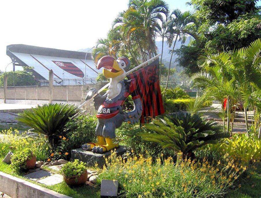 """Flamengo-Akbaba Brezilya ekibi Flamengo'nun maskotu """"Akbaba""""dır. Akbaba fikri Arjantinli karikatürist Lorenzo Mollas'tan çıkmıştır. Maskot aynı zamanda ırkçılığa karşı da kullanılmıştır. Flamengo'lular için akbaba """"Gücü"""" temsil eder."""