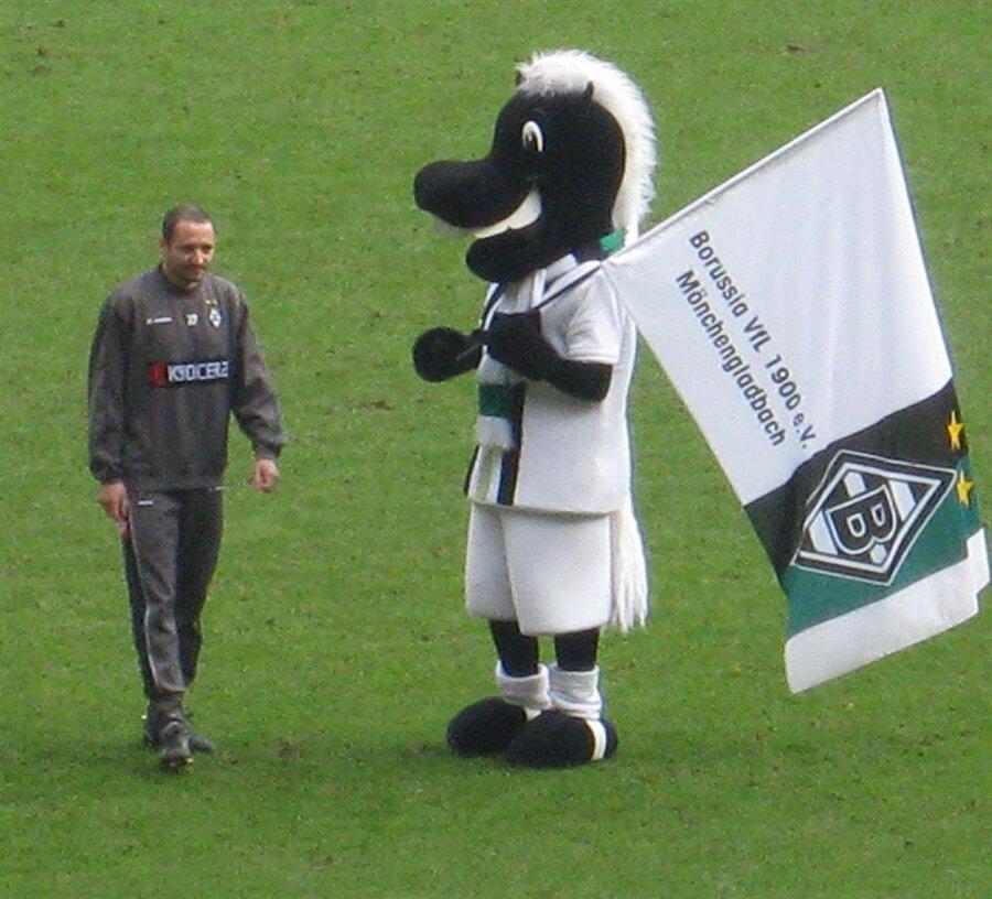 Borussia Mönchengladbach-Jünter Alman ekibi Borussia Mönchengladbach'ın maskotu ise bir tay. Tayın ismi ise Alman ekibinin efsane futbolcularından Jünter'ten gelmektedir.