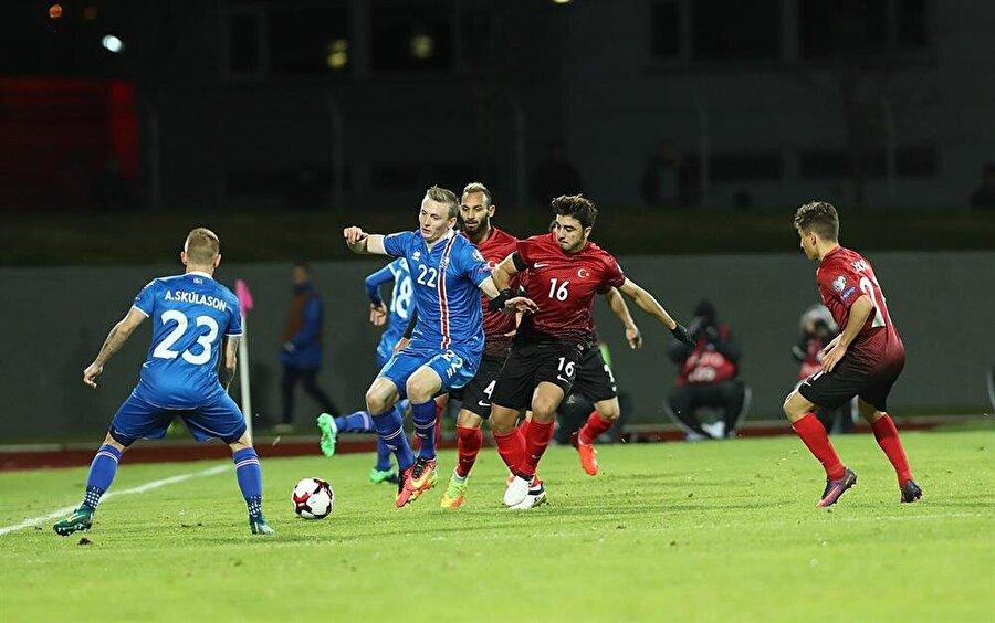 Yine olmadı                                      A Milli Takım, 2018 Dünya Kupası Avrupa Elemeleri I Grubu üçüncü hafta maçında deplasmanda İzlanda'ya 2-0 mağlup oldu. Ay-yıldızlılar 3 maç sonunda 2 puanda kaldı. Alınan bu mağlubiyetin ardından teknik direktör Fatih Terim eleştiri oklarının hedefi oldu. Ay-yıldızlılar 12 Kasım'da grubun dördüncü maçında Kosova ile karşı karşıya gelecek.