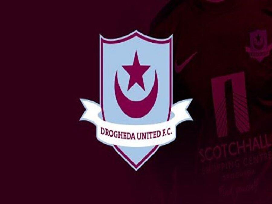 Drogheda United futbol takımının ay ve yıldızdan oluşan sembolü