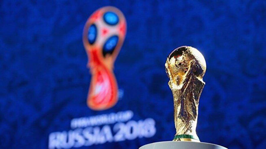 2018 Dünya Kupası Elemeleri Dünya Kupası Avrupa Elemeleri 1.Tur dün gecenin sonuçları; A Grubu Belarus-Lüksemburg: 1-1 Hollanda-Fransa: 0-1 İsveç-Bulgaristan: 3-0 B Grubu Andorra-İsviçre: 1-2 Faroe Adaları-Portekiz: 0-6 Letonya-Macaristan: 0-2 H Grubu Bosna-Hersek-Güney Kıbrıs: 2-0 Estonya-Yunanistan: 0-2 Cebelitarık-Belçika: 0-6  Günün maçları;  C Grubu 21:45 Çek Cumhuriyeti-Azerbaycan  21:45 Almanya-Kuzey İrlanda 21:45 Norveç-San Marino E Grubu 19:00 Kazakistan-Romanya 21:45 Danimarka-Karadağ 21:45 Polonya-Ermenistan F Grubu 21:45 Litvanya-Malta 21:45 Slovakya-İskoçya 21:45 Slovenya-İngiltere   Asya Elemeleri 3.Tur A Grubu  16:00 Özbekistan-Çin 17:45 İran-Güney Kore 19:00 Katar-Suriye B Grubu 12:00 Avustralya-Japonya 15:30 Irak-Tayland 20:45 Suudi Arabistan-Birleşik Arap Emirlikleri   Güney Amerika Elemeleri 23:00 Bolivya-Ekvador 23:30 Kolombiya-Uruguay