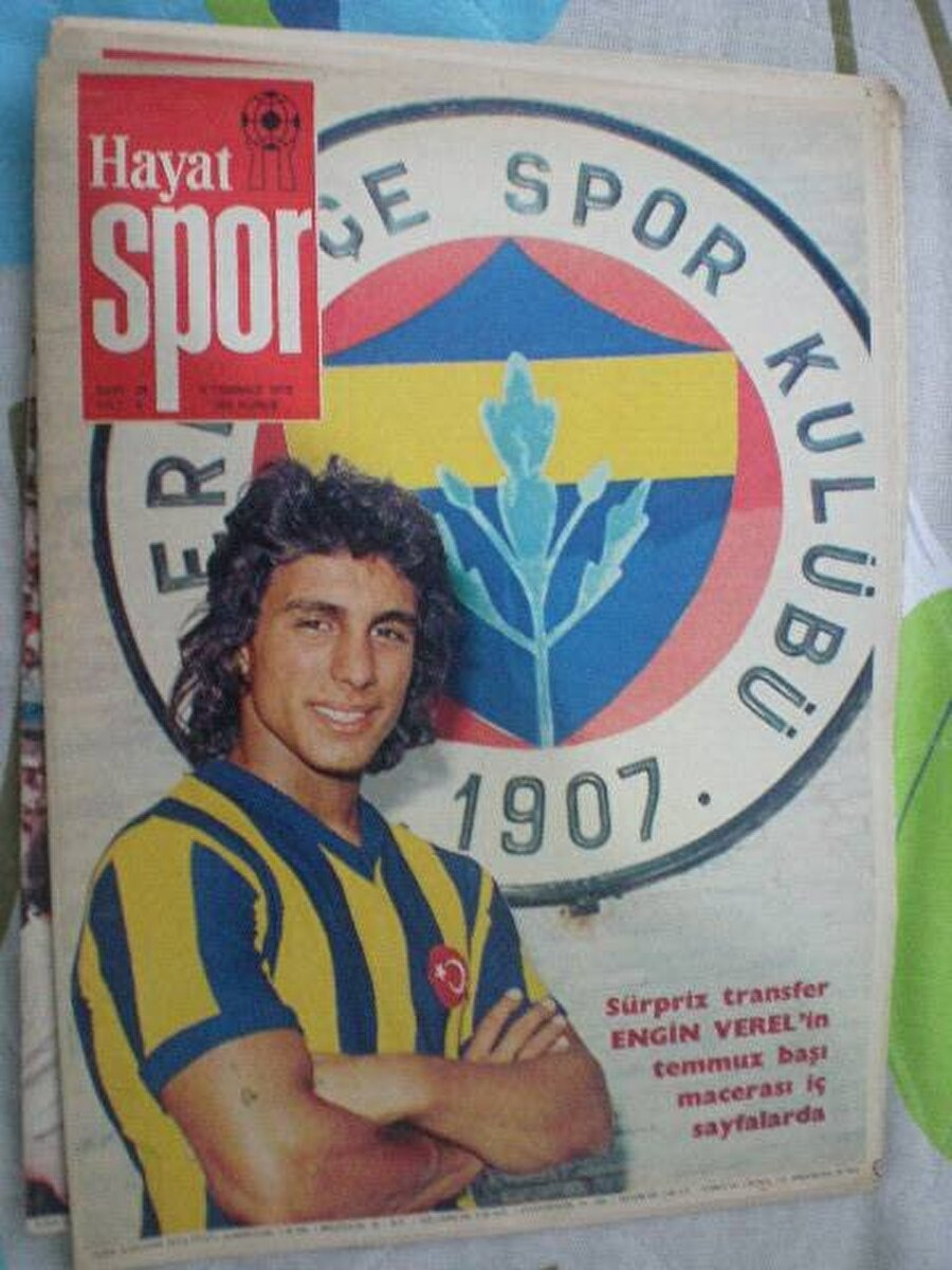 Engin Verel                                      Engin Verel, Galatasaray ve Fenerbahçe'de oynadıktan sonra Almanya'nın yolunu tuttu. Başarılı futbolcu yurt dışında ise Hertha BSC, RSC Anderlecht ve Lille OSC formaları giydi.