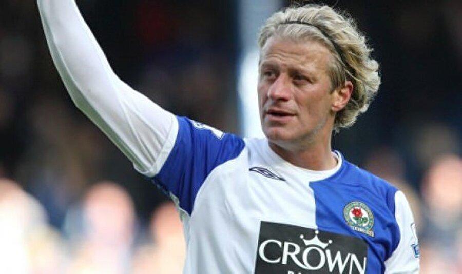 Tugay Kerimoğlu                                      Futbola Galatasaray alt yapısında başlayan Tugay Kerimoğlu her zaman beyefendi kimliğiyle dikkat çekti. 1999'da Glasgow Rangers'e transfer olan Kerimoğlu, 2001'de Blackburn Rovers'ın yolunu tuttu. Blackburn Rovers'ta 2009 yılına kadar top koşturan Kerimoğlu, İngiliz ekibiyle 233 maça çıktı.
