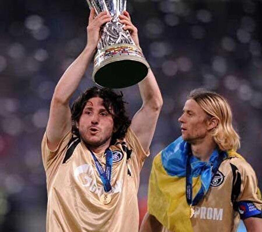 Fatih Tekke                                      Fatih Tekke 2006-2010 yılları arasında Zenit forması giydi. 2010'da Rubin Kazan'a transfer olan Tekke burada başarılı olamadı ve Türkiye'ye döndü.