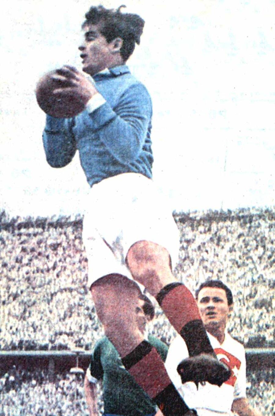 İsviçre 1954                                      Türkiye play-off maçında Almanya'ya 7-2 mağlup olarak bir üst tura çıkamadı. Ancak ay-yıldızlılar oynadığı 3 maçta 10 gol atarak maç başına 3.33 gol ortalaması yakaladı.