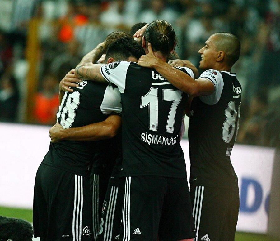 Beşiktaş'ın muhtemel 11'i Fabri Andreas Beck Dusko Tosic Marcelo Guedes Caner Erkin Atiba Gökhan İnler Anderson Talisca Olcay Şahan Quaresma Cenk Tosun