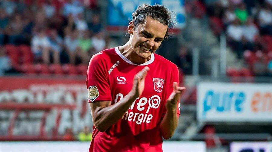 Hollanda O'nu konuşuyor Hollanda basını, Enes'i İsveçli Zlatan İbrahimovic'e benzetti.