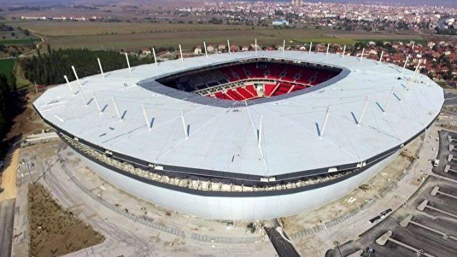 Eskişehirspor                                      35 bin kapasiteli Eskişehir Yeni Atatürk Stadyumu kapılarını kısa bir süre sonra açacak. Es Es, 30 Ekim'de Bandırmaspor ile yeni stadında karşı karşıya gelecek.