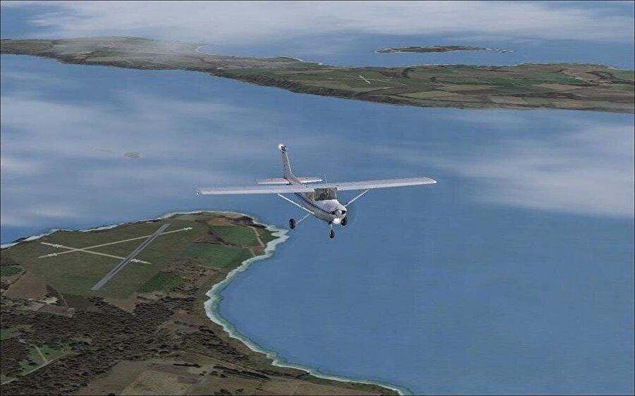 Öte yandan adaları birbirine uygun bir hava yoluyla bağlayan uçuş hizmeti Orkney'deki insanları mutlu ediyor. Yolcular, iki ada arasında verilen hizmetten memnun kaldıklarını dile getiriyor. Uçuş hattını genellikle doktorların, öğretmenlerin, polislerin ve okul öğrencilerinin kullandığı belirtiliyor.