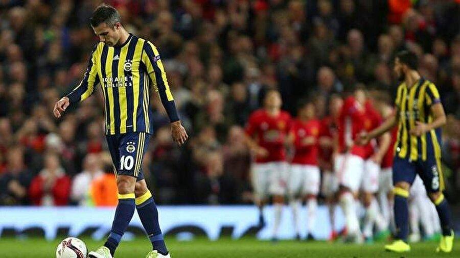 Avrupa arenasında 212. sınav Fenerbahçe, Avrupa kupalarında evinde oynadığı son 7 maçta yenilgi yüzü görmedi. Sarı-lacivertli takım bu akşamki maçla birlikte Avrupa arenasındaki 212. sınavına çıkacak. Geride kalan 211 maçta Fenerbahçe; 77 galibiyet, 91 mağlubiyet ve 43 beraberlik aldı.