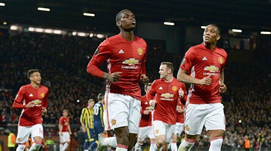 Manchester United'ın muhtemel 11'i De Gea Darmian Blind Rojo Shaw Herrera Pogba Rashford Rooney Martial İbrahimovic